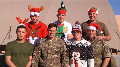 Soldados británicos en Afganistán cantan villancicos navideños