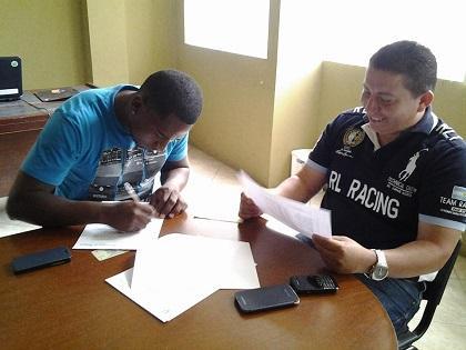 Eder Valencia ya firmó contrato con Liga de Portoviejo