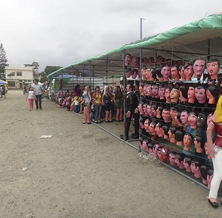Feria de monigotes ya está instalada