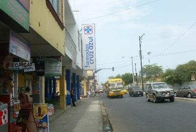La congestión vehicular causa molestias en la avenida de Manta