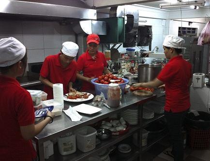 Cocineros de restaurant en Vietnam son sordomudos
