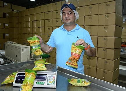 Venden 4 contenedores de chifle a la semana