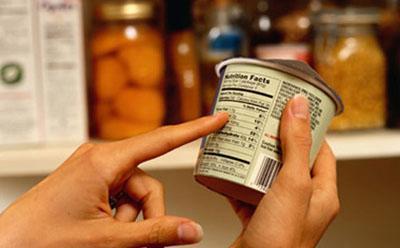 Anuncian venta de alimentos caducados