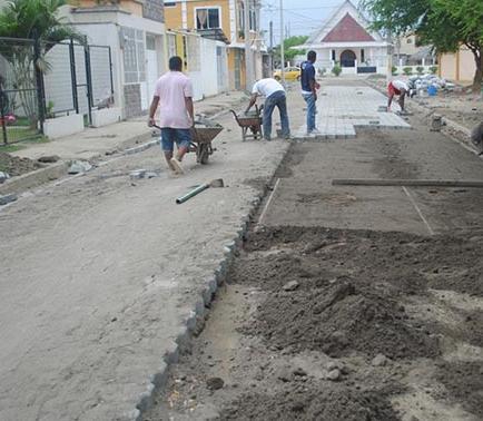 Adoquinan calle principal de ciudadela  Los Naranjos
