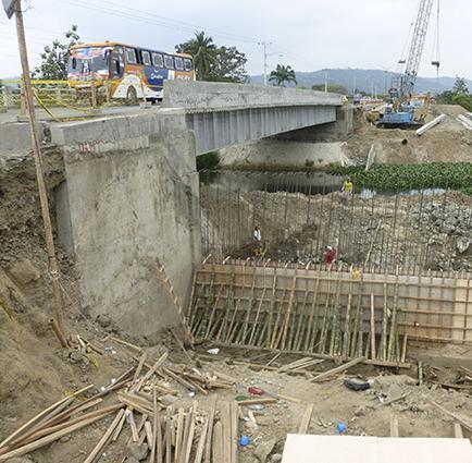 Aprueban alargue de dos meses de plazo para terminar puente en Mejía