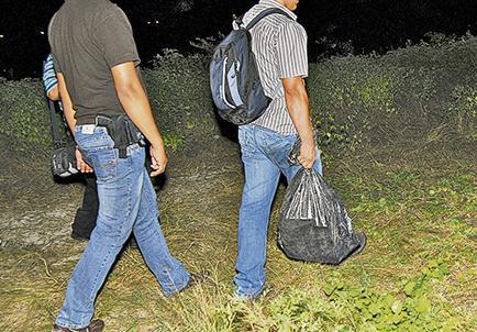 Encuentran 21 kilos de droga en playa San José