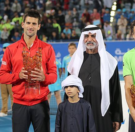 Novak Djokovic revalida título de Abu Dabi a costa de David Ferrer