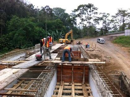Empresa china trabaja a contrarreloj en la construcción de puentes