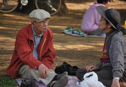 Más pañales para adultos que para niños, un signo del envejecimiento de Japón