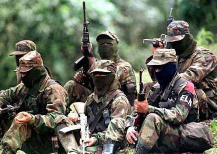 Presuntos guerrilleros se entregan a la Policía ecuatoriana en frontera
