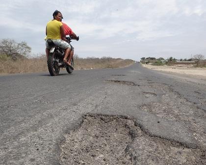 Quejas por el mal estado de la vía la vía Manta-Jaramijó