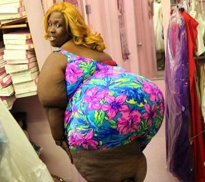 Mujer tiene el trasero más grande del mundo