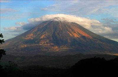 2.214 personas son evacuadas por erupción volcánica en El Salvador