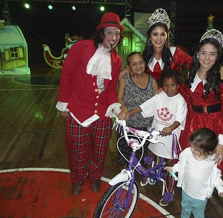 Reina y Niña Portoviejo entregaron más de ocho mil juguetes en este mes