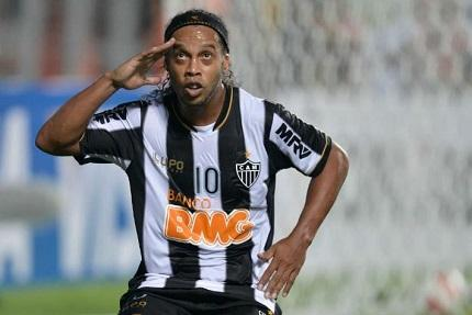 Ronaldinho coronado como 'Rey de América' en 2013, según encuesta