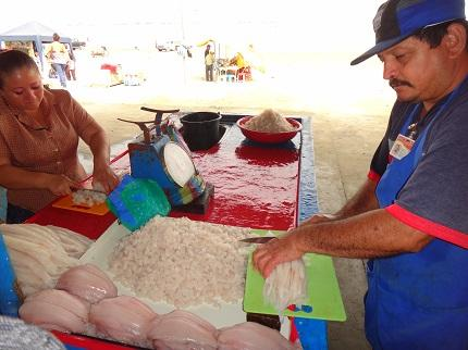 Pescado listo para el ceviche en el mercado de Playita Mía