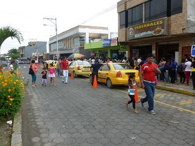 Registro Civil mueve el comercio en la avenida Clemencia de Mora