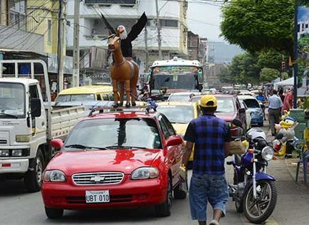 40 mil vehículos saturan la ciudad