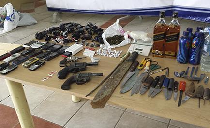 Armas y drogas siguen entrando a las cárceles