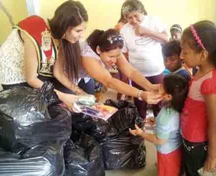 Reina de Manabí regala felicidad a los infantes