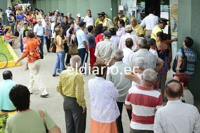 Decenas de personas acudieron a pagar los predios urbanos en Portoviejo