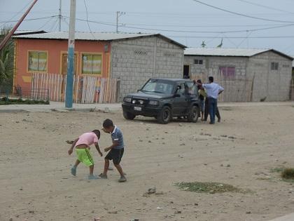 Moradores del barrio Rafael Correa piden arreglo de calles
