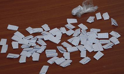 Joven es detenido con sobres de marihuana en barrio de Manta