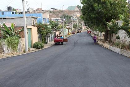 Pavimentan calles del barrio 5 de Junio