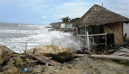 Oleajes causan daños en varios sitios de Esmeraldas