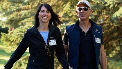 Fundador de Amazon.com sufrió cólico renal mientras visitaba las Galápagos