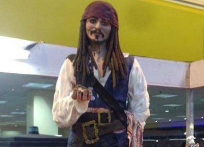 Crean bizcocho en figura del personaje Jack Sparrow