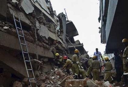 Seis muertos en derrumbe de un edificio en construcción en India