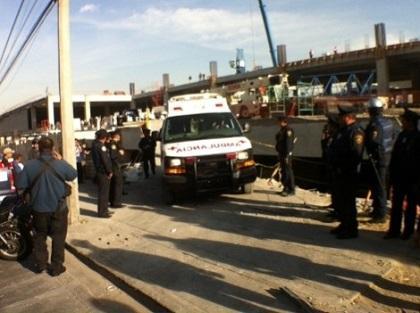 Al menos un muerto y veinte heridos al derrumbarse obra en México