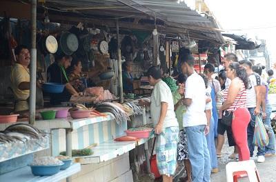 Vendedores de mariscos de Santo Domingo pugnan por una sede