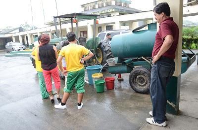Un mes sin agua en el colegio Calazacón, según estudiantes