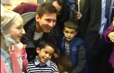 Niña manabita recibió regalos de parte de Lionel Messi (VIDEO)