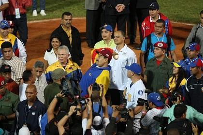 Maduro es abucheado en un partido de béisbol