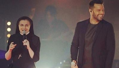 Sor Cristina sorprende al cantar 'La Copa de la vida' junto a Ricky Martin