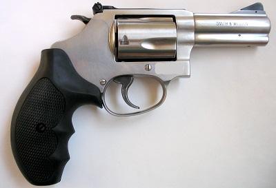 Decomisan dos revólveres de fabricación nacional en Santo Domingo