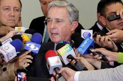 Uribe admite que no tiene pruebas directas contra Santos sino de su campaña