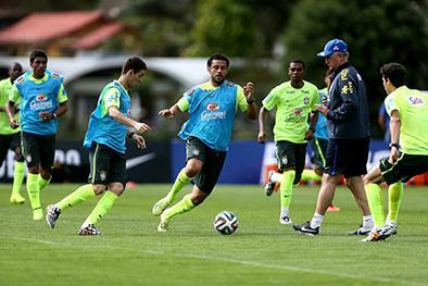 Scolari entrena con el 11 de Copa Confederaciones