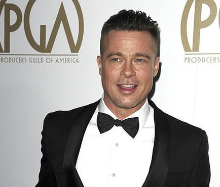 Una bofetada sufre el actor Brad Pitt