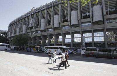 UEFA sanciona al R.Madrid por exhibición de una bandera con simbología nazi