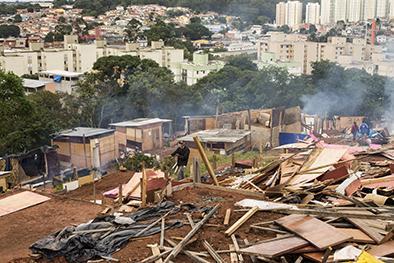 Favela es goleada por un desalojo