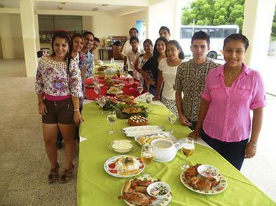 Universitarios exponen sobre gastronomía