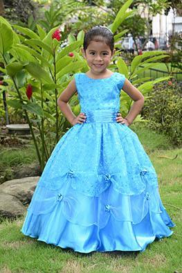 Vestidos y camisas presentes en moda infantil