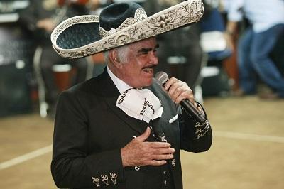 Vicente Fernández anuncia que reanudará su gira de despedida en septiembre
