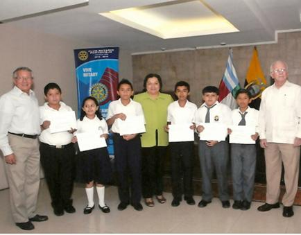 Club Rotario Portoviejo entrega 6 becas