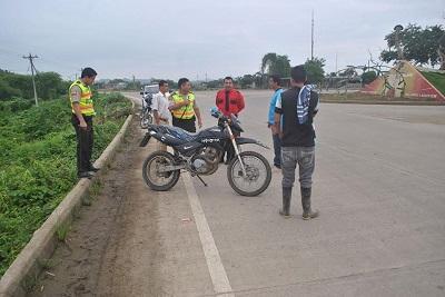 Un hombre es embestido por una moto en el Paso Lateral