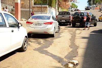 Vuelven a lavar carros en las calles
